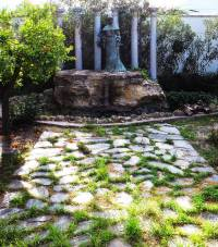 Monumento a la mujer del farmaceútico rural. Fotografía de Maravillas de...